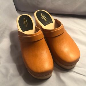 New Swedish Hasbeen Classic Clog in natural.
